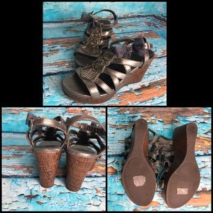 Grey BKE Sole Beaded With Bow Detail Wedges